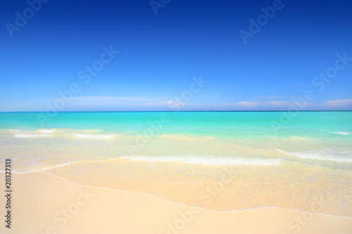 Aluminium Eilanden Idyllic beach with white sand and turquoise blue waters
