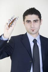 Mann mit Tabletten