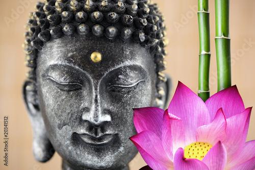 Bouddha, fleur de lotus et bambou
