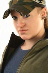 Junge Frau mit Sportswear und Basecap