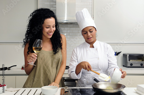 Cookery course: drinking wine and cooking