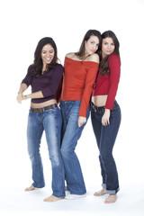 trio de jeunes femmes