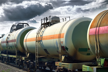 Transportation oil tanks by rail