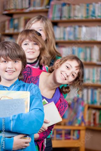 Leinwanddruck Bild kinder in bücherei