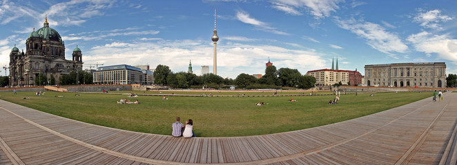 Wiese am Schlossplatz / Berlin / Panorama