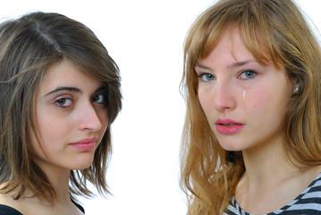 deux jeunes femme qui pleurent 2