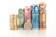 euro monete e banconote arrotolate