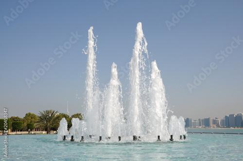 Leinwanddruck Bild Fountain in Abu Dhabi, United Arab Emirates
