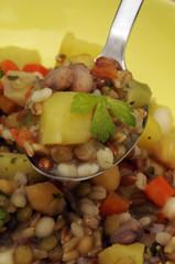 Zuppa di cereali e legumi - Cucina vegetariana