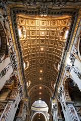 intérieur basilique saint Pierre de Rome San pietro Vatican