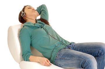 raagazza si rilassa con la musica