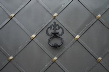 Metal gate and knocker