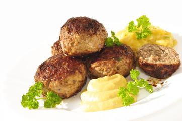 Hackfleisch-Klopse mit Senf und Kartoffelsalat