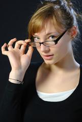regard par dessus les lunettes 2