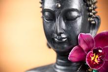 Bouddha et fleur d'orchidee