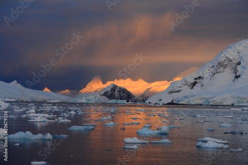 Papiers peints Pôle Sonnenaufgang in der Antarktis