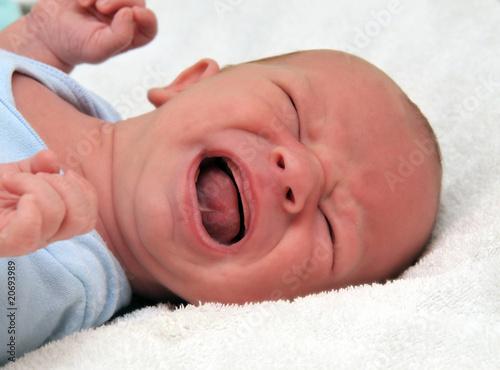 schreiendes Baby - 20693989