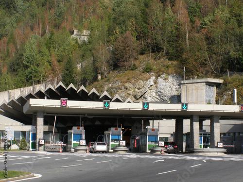 Leinwanddruck Bild Entrée tunnel sous le Mont Blanc
