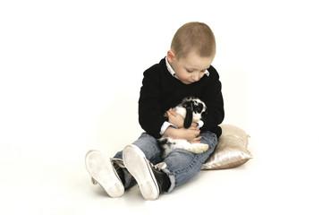 Junge mit Häschen
