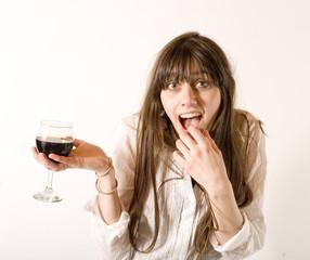 oeunologue sexy en dégustation d'un verre de vin rouge