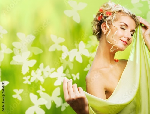 eautiful young woman with fresh flowers in her hair