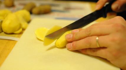 eplucher des patates