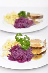 Nudeln mit Gemüse und Fleisch