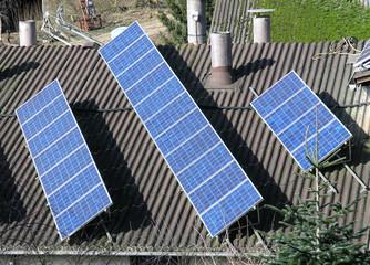 Solarpanel auf einem Firmendach