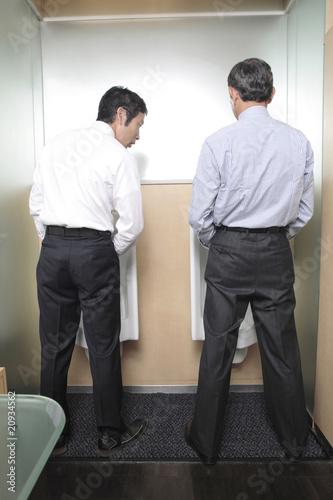 トイレ内での上司と部下