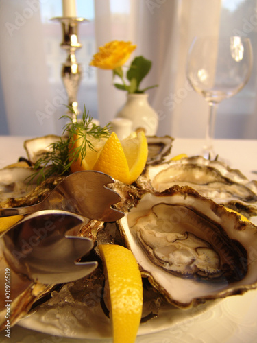 prepared oysters with lemon