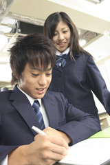 ノートをとる男子高校生