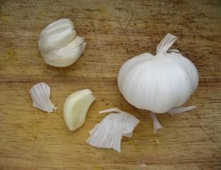 Garlic cloves on kitchen board