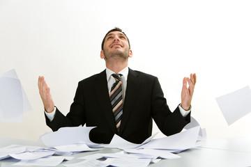 Papierkrieg im Büro