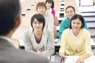 講義を楽しむ学生