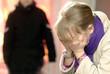 Leinwanddruck Bild - Kinder Missbrauch Familennotruf
