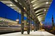 Bahnsteig am Abend - 21059972