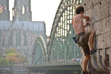 Bergsteiger am Kölner Dom