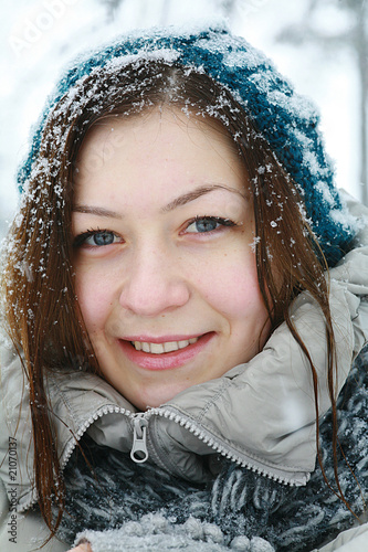 Portret of young beautiful girl in winter