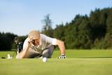 Fototapety Senior Golfer im Sommer