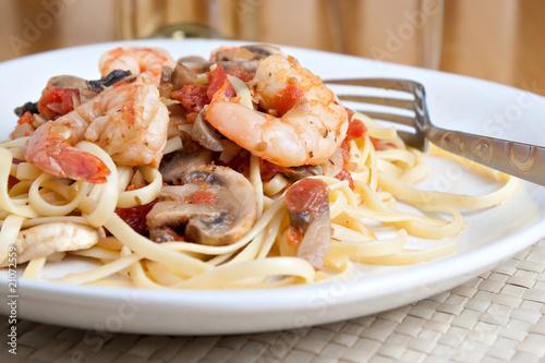 Leinwanddruck Bild Shrimp Pasta Dish