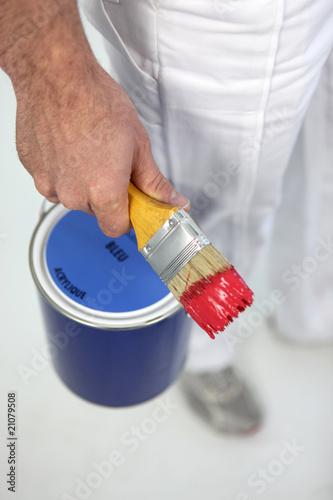 peinter avec pot de peinture et pinceau de auremar photo libre de droits 21079508 sur. Black Bedroom Furniture Sets. Home Design Ideas