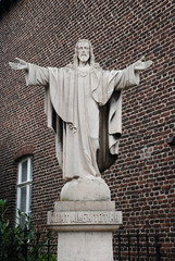 Statue welcoming Jesus Christ with open arms