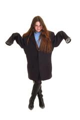 bambina buffa con abiti grandi
