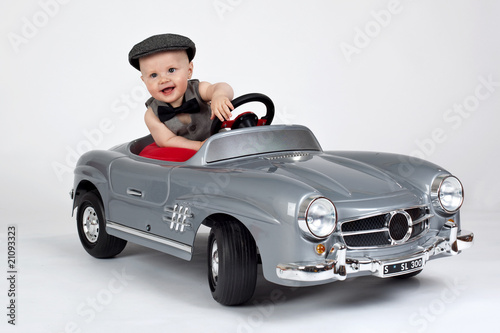 Fototapeten,baby,kind,autos,spaß