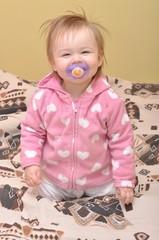 bébé avec une tétine