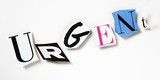 mot urgent lettres découpées symbole relief poster