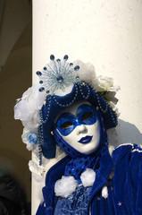 Maschera in blu.