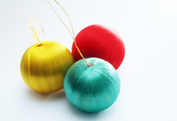 red , yellow and green balls