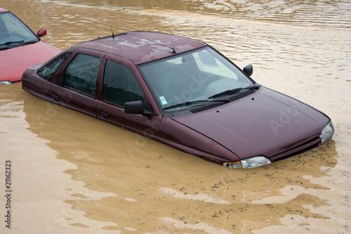 Leinwandbild Motiv Inondation - véhicule sous l'eau
