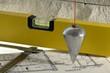 Werkzeug für Bauhandwerk mit Lot und Wasserwaage